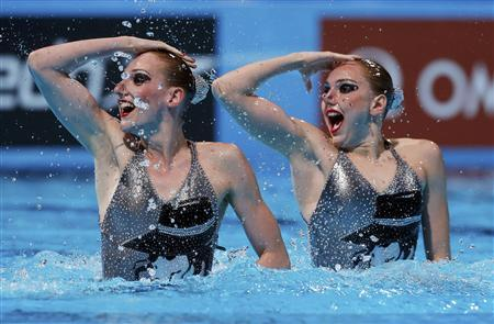 Russia's Svetlana Kolesnichenko and Svetlana Romashina perform in the synchronised swimming duet technical routine final during the World Swimming Championships at the Sant Jordi arena in Barcelona July 21, 2013. REUTERS