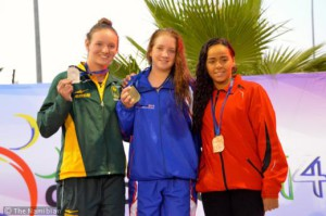 Zanre Oberholzer (centre) won gold in the women's 100m backstroke at the African Youth Games on 22 May 2014.