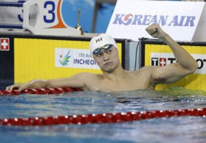 Sun Yang celebrates after winning the men's 1500m freestyle final swimming competition at the Munhak Park Tae-hwan Aquatics Center during the 17th Asian Games in Incheon September 26, 2014. (Reuters)