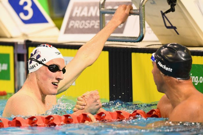 Mack Horton is congratulated by Grant Hackett after winning the 400m freestyle final. (Getty Images: Quinn Rooney)