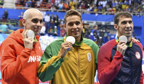 Chad le Clos shows off his silver medal after a dead-heat for second with Michael Phelps (right) and Laszlo Cseh in the 100m butterfly final at the Rio Olympics on Friday night. ( Roger Sedres, ImageSA. /Gallo Images)