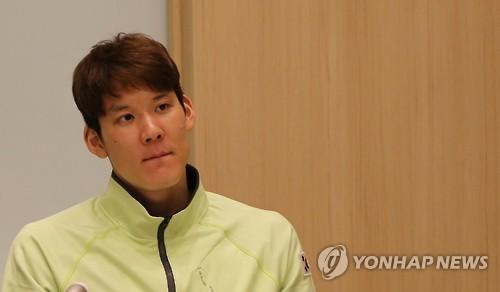 South Korean swimmer Park Tae-hwan speaks to reporters in Tokyo on Nov. 21, 2016. (Yonhap)