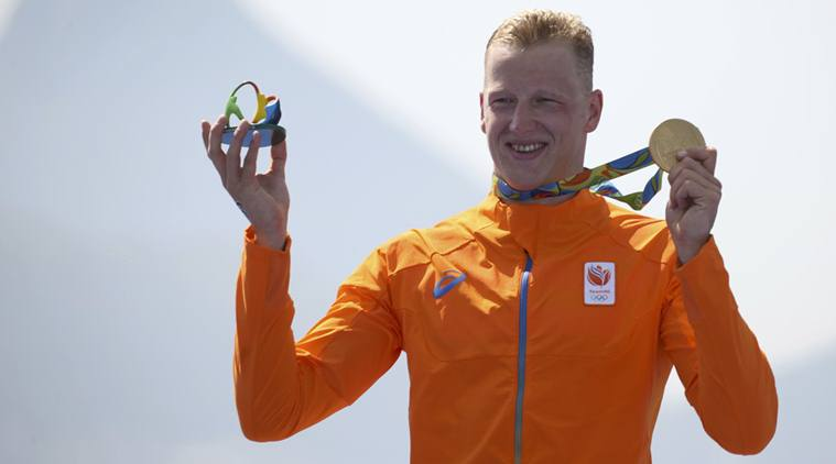 2016 Rio Olympics - Marathon Swimming - Final - Men's 10km Marathon Swimming Victory Ceremony - Fort Copacabana - Rio de Janeiro, Brazil - 16/08/2016.   Ferry Weertman (NED) of the Netherlands poses with his gold medal.    REUTERS/Kevin Lamarque   FOR EDITORIAL USE ONLY. NOT FOR SALE FOR MARKETING OR ADVERTISING CAMPAIGNS.