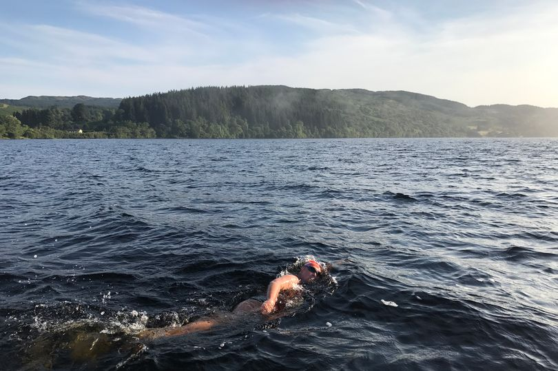 South African Battles Elements To Become First To Swim Scotland S Longest Loch Zwemza