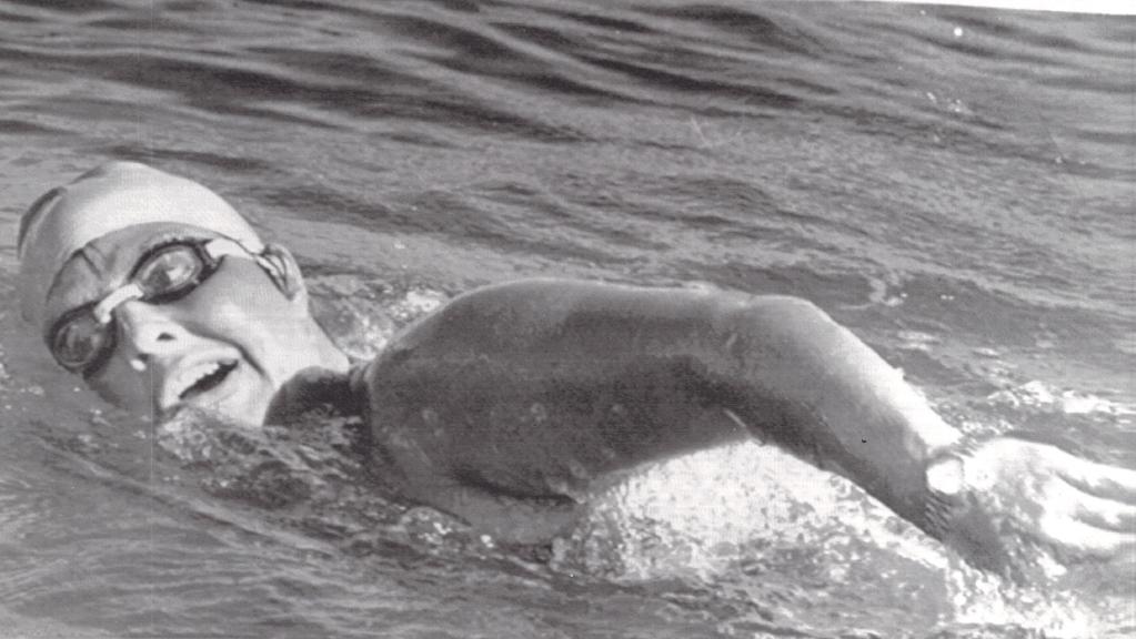US long-distance swimmer Lynne Cox's swim across the Bering Strait in 1987 helped thaw the US-Soviet Cold War.